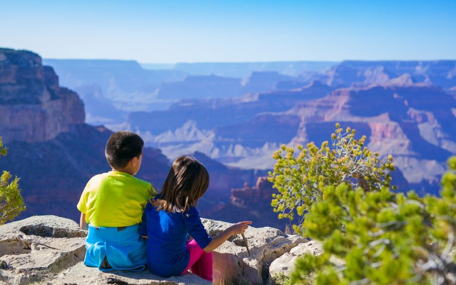 two children in Grand Canyon